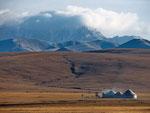 Юртовый лагерь в горах, Кыргызстан